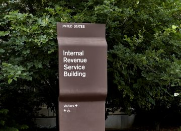 Image of sign direction people to IRS building - 2019 tax season
